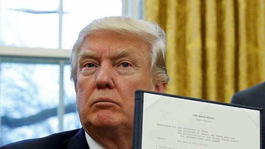 Trump se sale del acuerdo comercial del Pacífico y anuncia rebajas fiscales masivas