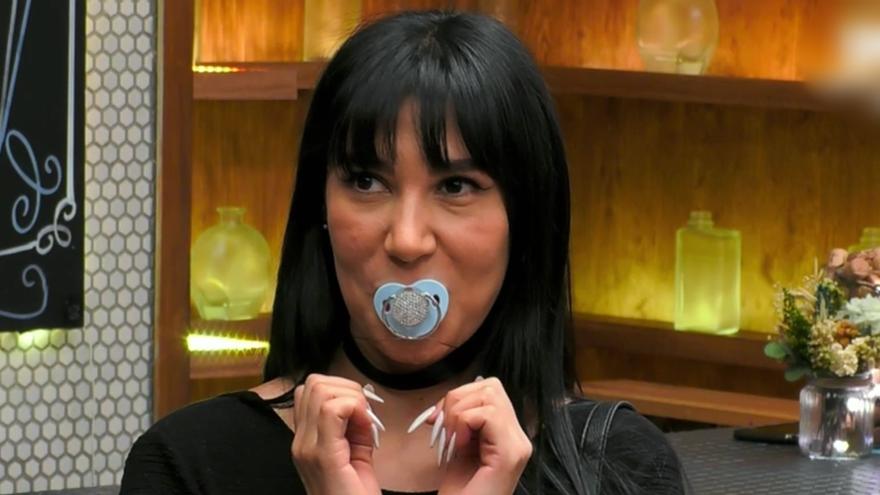 L'Anne sorprèn amb el seu xumet a 'First Dates': «He d'utilitzar-lo, si no m'inflo com un gripau»