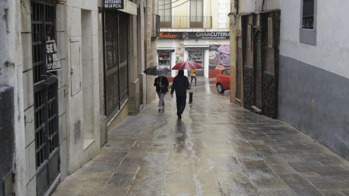 Imagen de hoy domingo de la calle del Duque. Horas antes, la policía local ha tenido que desalojar aglomeraciones en las que no se respetaba la mascarilla.