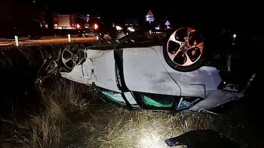 Cinco jóvenes heridos en un accidente en Granja de Moreruela
