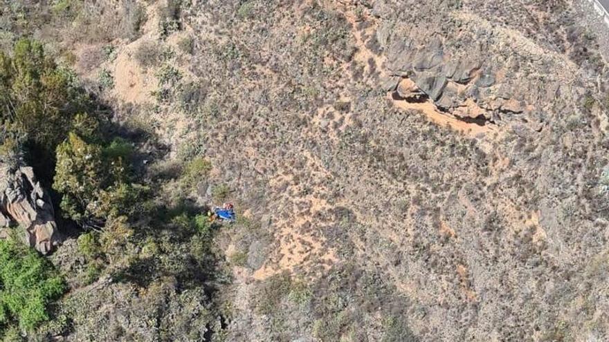 Un hombre sufre heridas graves al caer por un barranquillo en Tenerife
