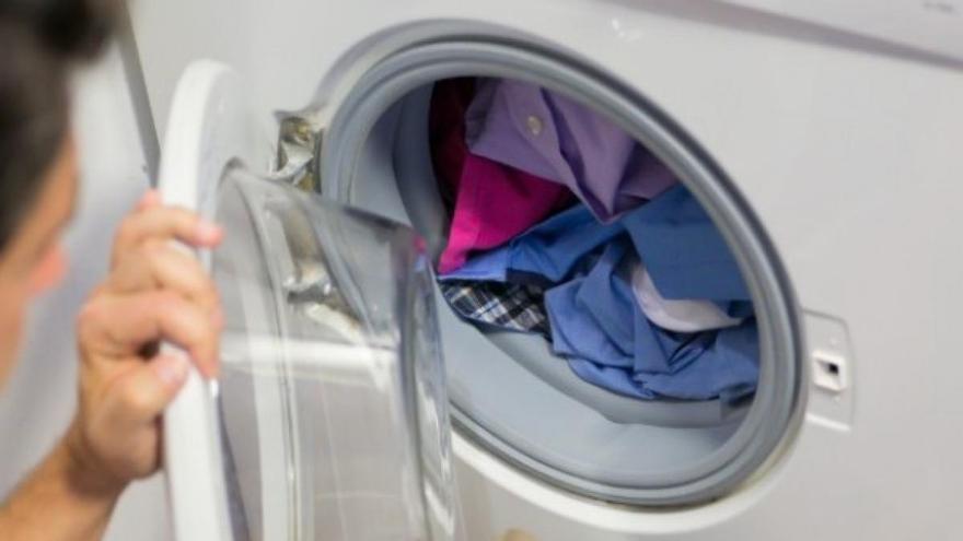 El mejor truco para limpiar la goma de la lavadora y dejarla mejor que nueva