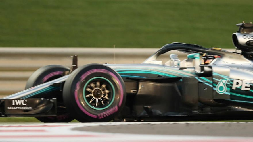 Hamilton aconsegueix la 'pole' a Abu Dhabi per davant de Bottas i Vettel