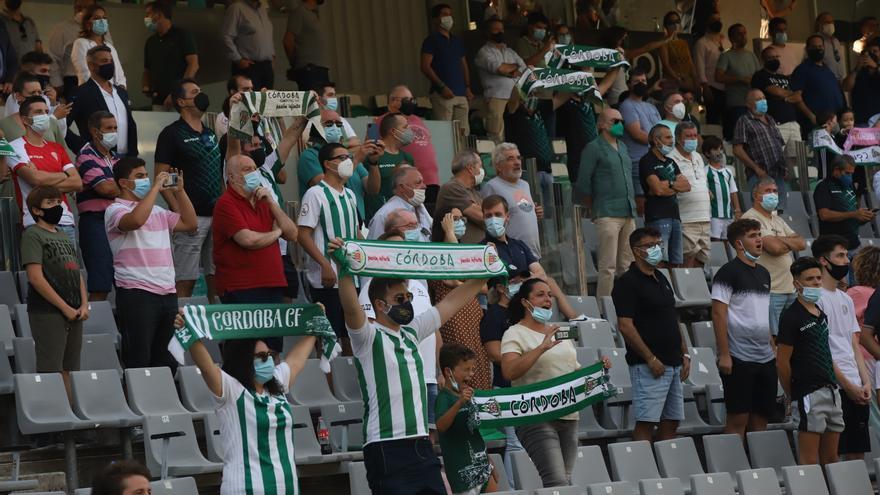 Uno de cada tres abonados del Córdoba CF no asistió a El Arcángel