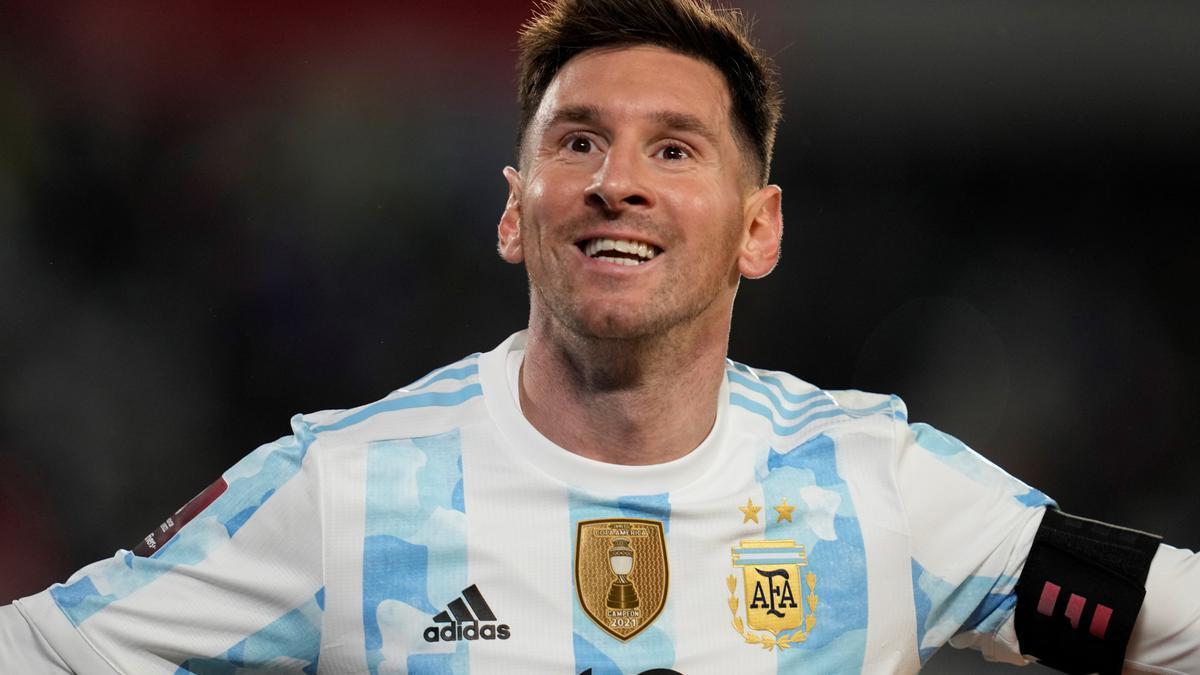 Messi celebra uno de sus tres goles a Bolivia.