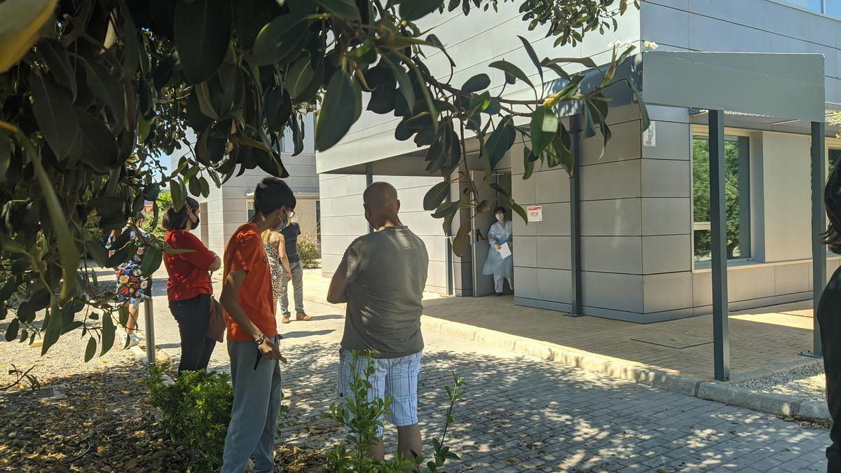 Las pruebas PCR a un grupo de alumnos del IES se han realizado en el centro de salud Burriana II.