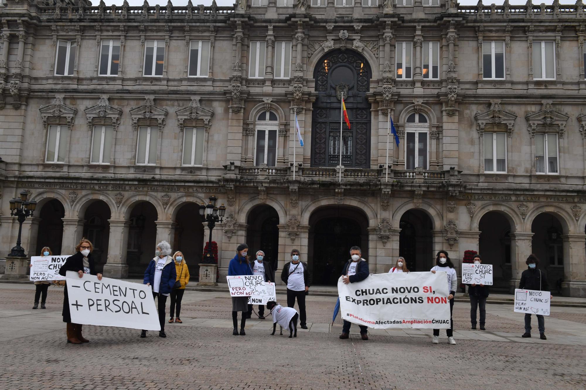 Protesta en María Pita de afectados por la ampliación del CHUAC