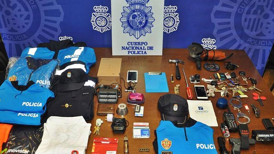 El falso policía local que le robaba hasta a su novia acepta 15 años y medio de cárcel