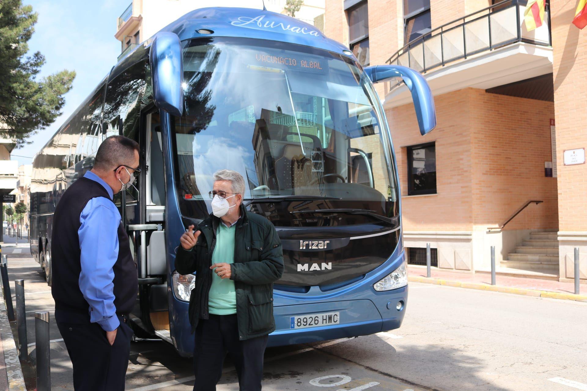 El alcalde de Albal, con el conductor.