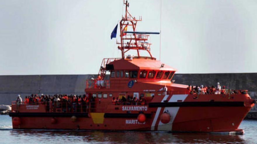 Salvamento rescata a 44 inmigrantes en tres pateras a 180 km de Gran Canaria