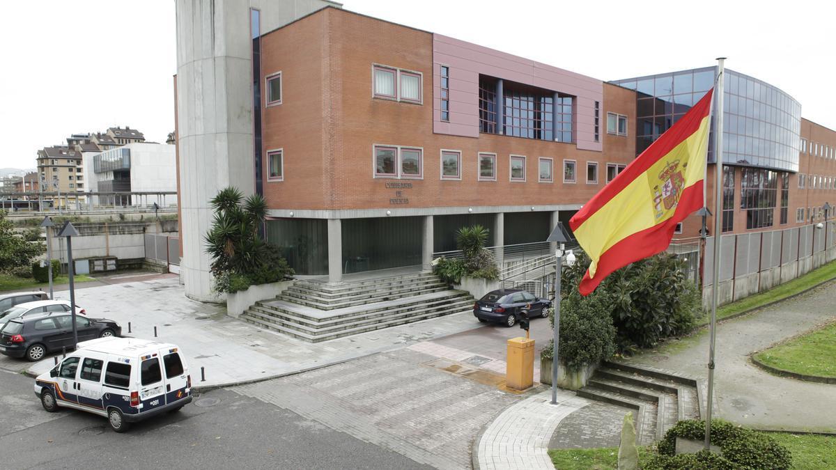 Detenido por robar dos jamones de 500 euros en un supermercado de Gijón.