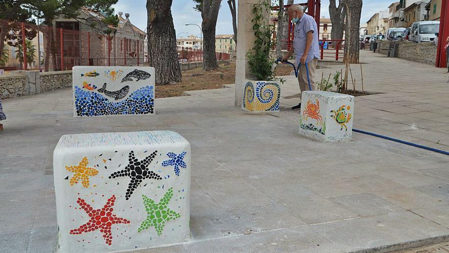 Plásticos del mar para vestir el parc de Can Marí