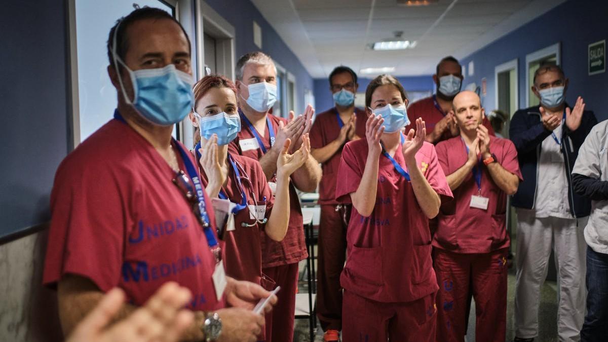 Homenaje a los sanitarios en el Hospital de Nuestra Señora de Candelaria.