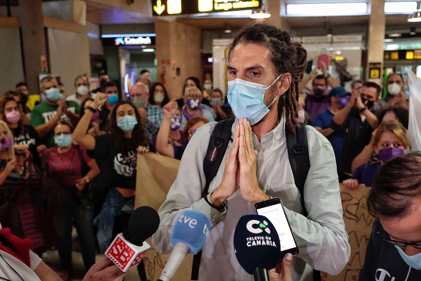 Alberto Rodríguez llega a Tenerife y anuncia que deja la militancia de Podemos