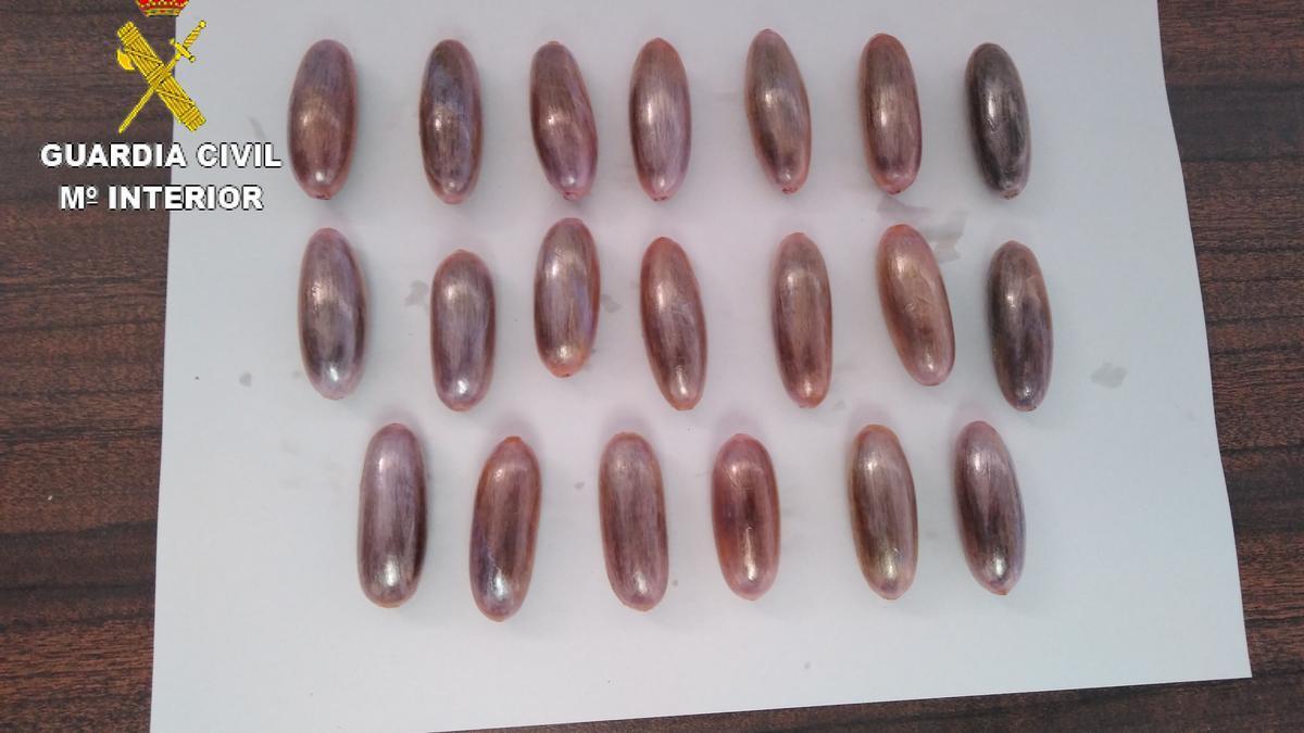 Imagen de archivo de bellotas de hachís