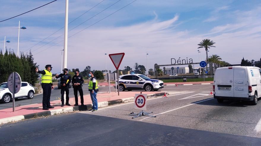 Arrestado en Dénia por romper un retrovisor y tirar motos al suelo