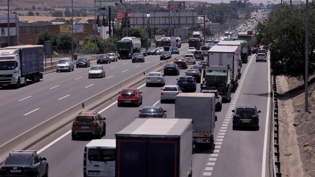 Tráfico de coches en la A-4.