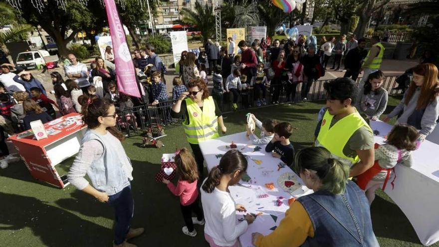 Murcia se vuelca en  el Día Solidario del Árbol de Navidad