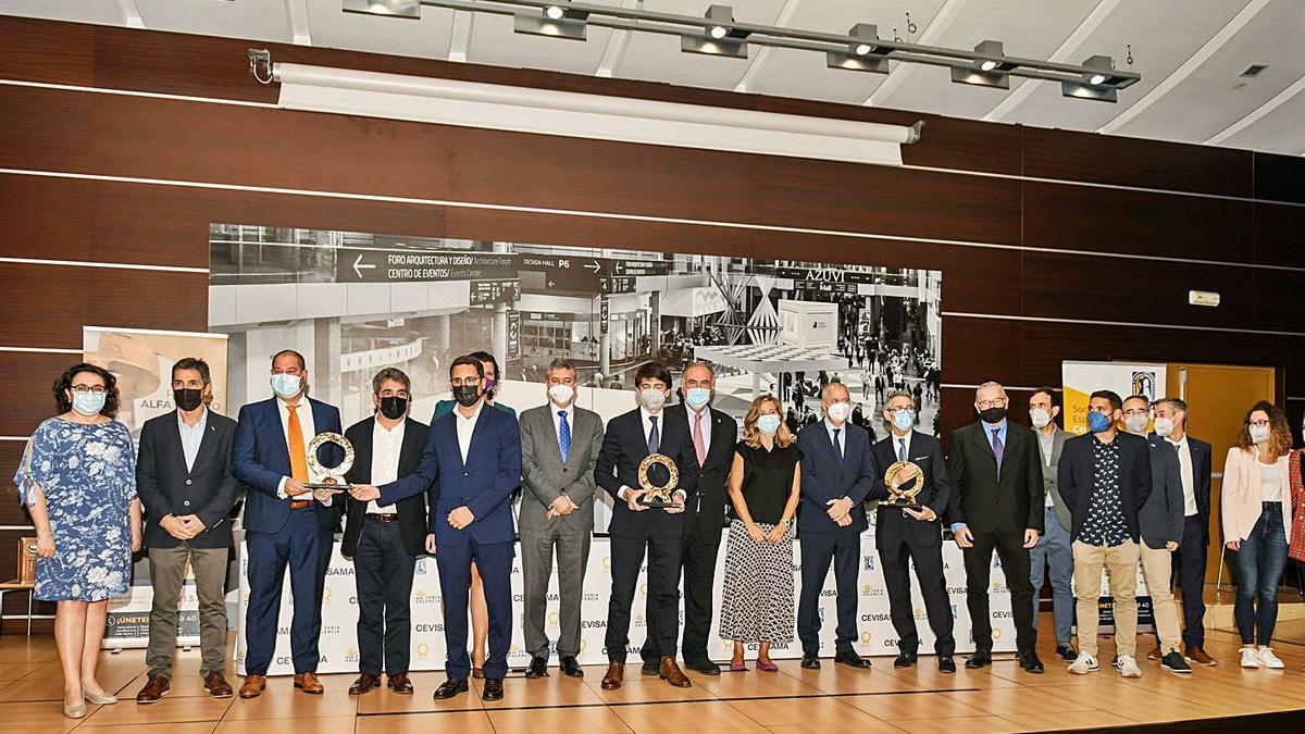 Los equipos de las empresas ganadoras de los Alfa de Oro 2021. | LEVANTE-EMV