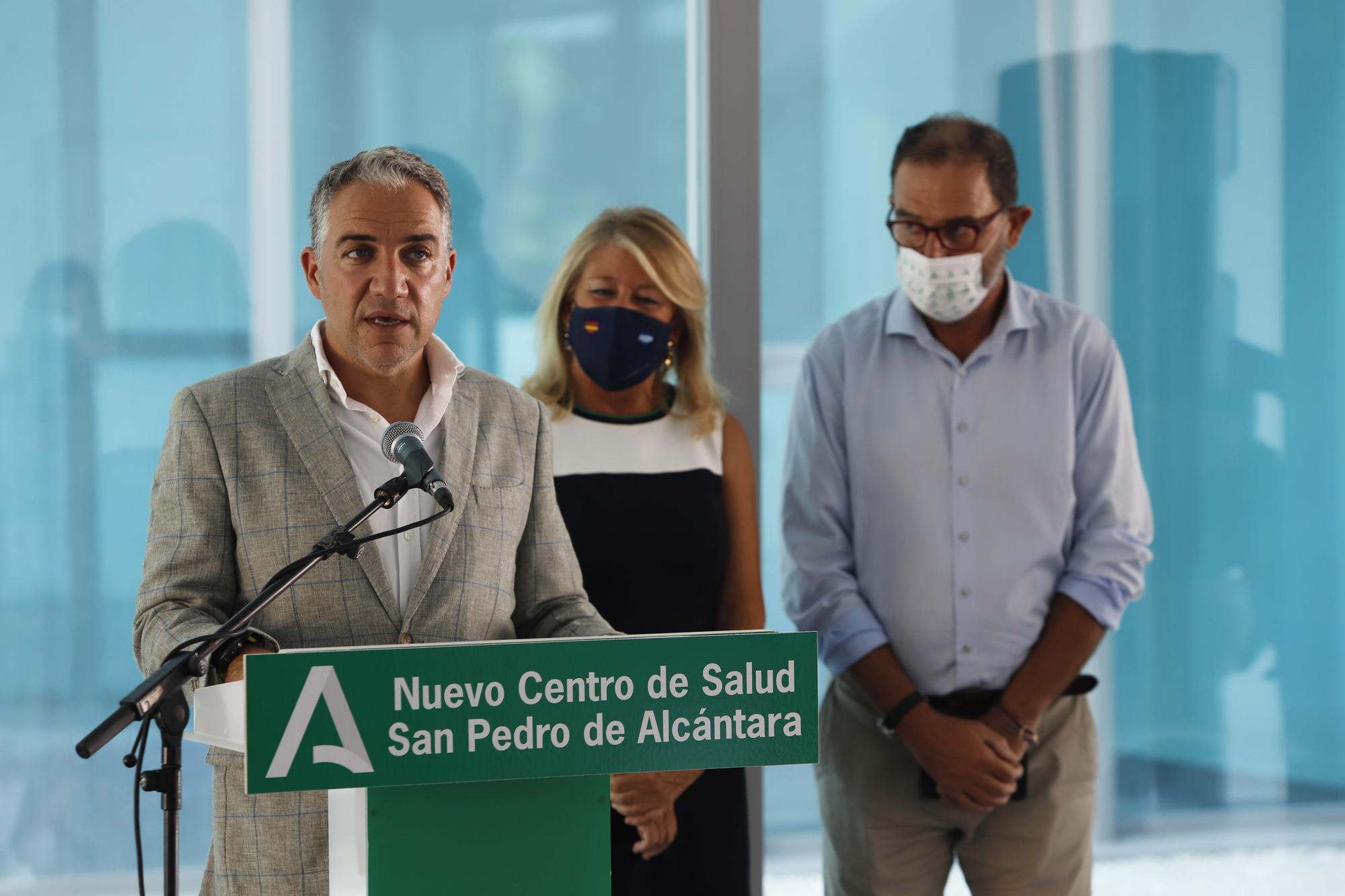 Elías Bendodo visita las obras del centro de salud San Pedro Alcántara