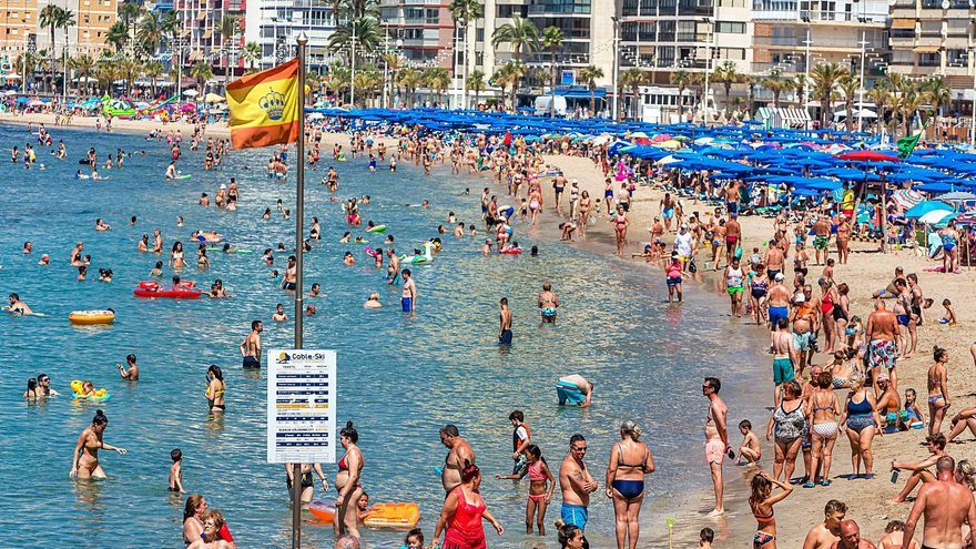 Los hoteles de la Costa Blanca esquivan el efecto del toque de queda gracias al turismo español