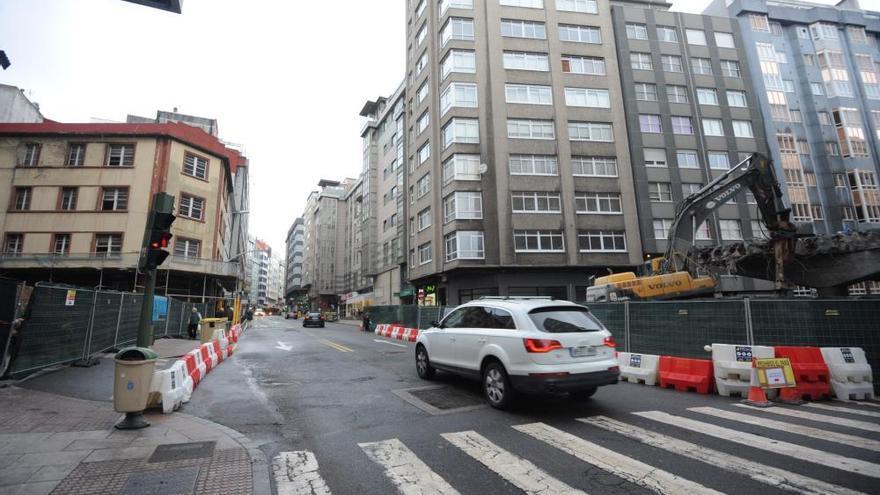 Los coches vuelven a circular por avenida de Fisterra, ya sin viaducto