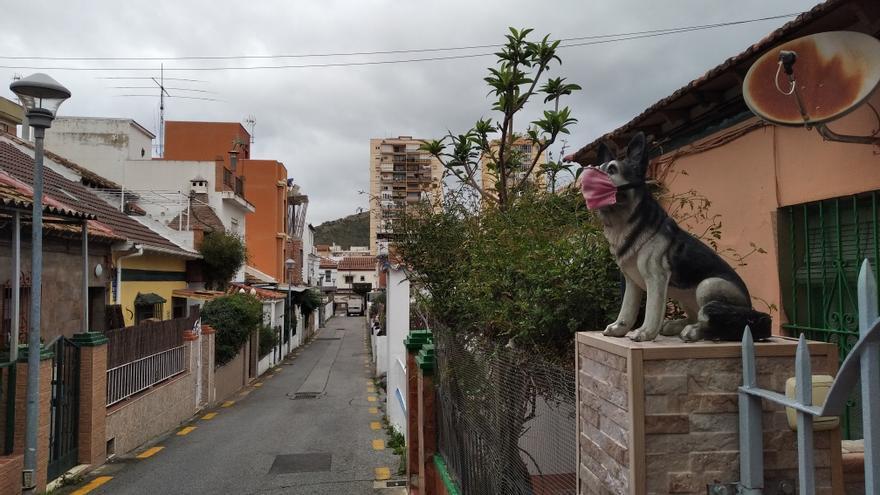 Largas calles sin aceras en Ciudad Jardín