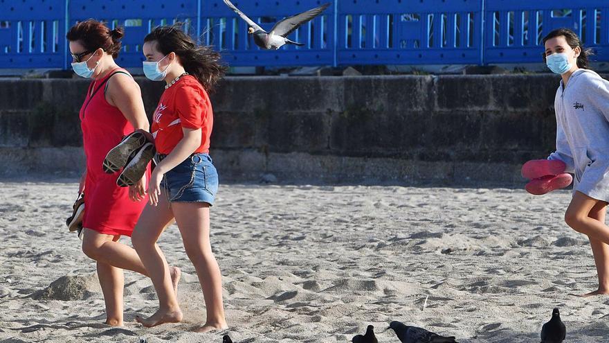 La mascarilla deja de ser obligatoria al aire libre el día 26 tras 14 meses de uso