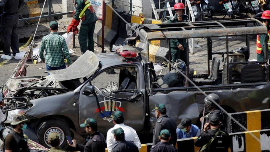 Al menos 8 muertos en un ataque suicida en un templo sufí en Pakistán