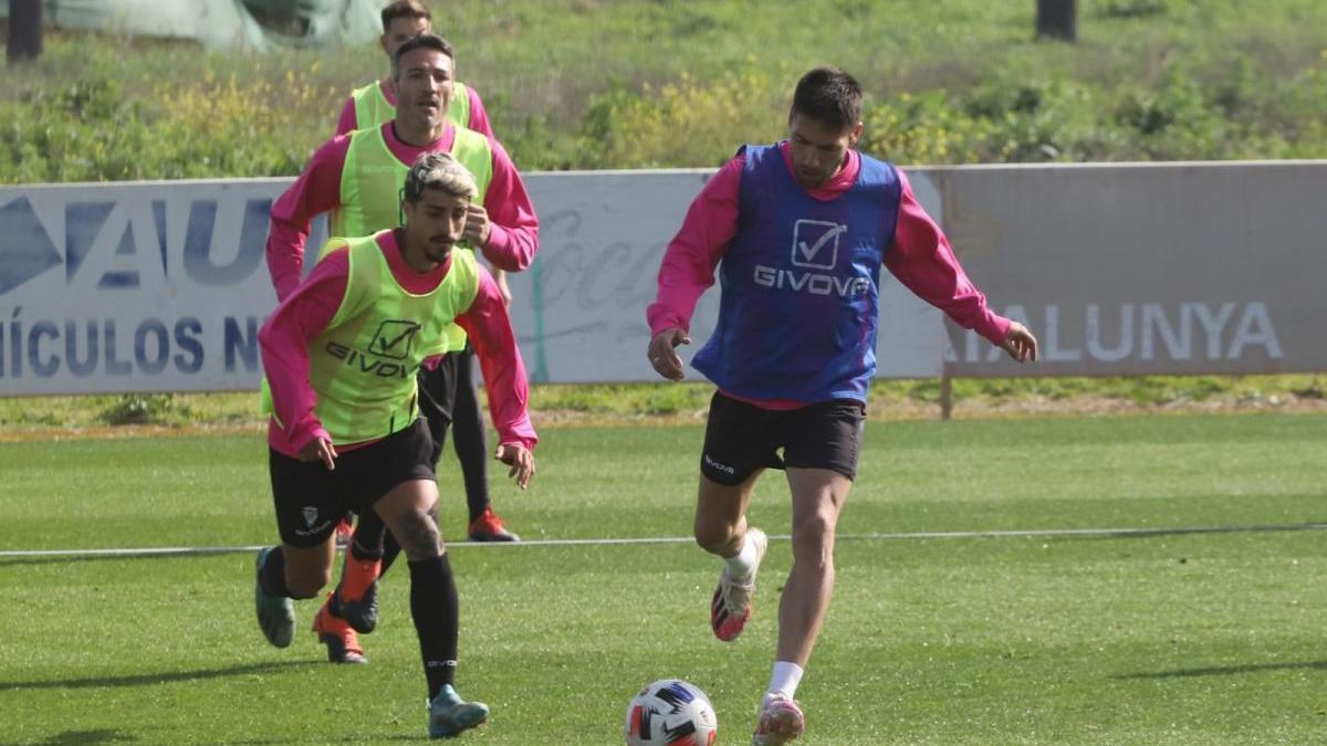 Valverde y Jesús Álvaro se entrenan con normalidad con el Córdoba CF