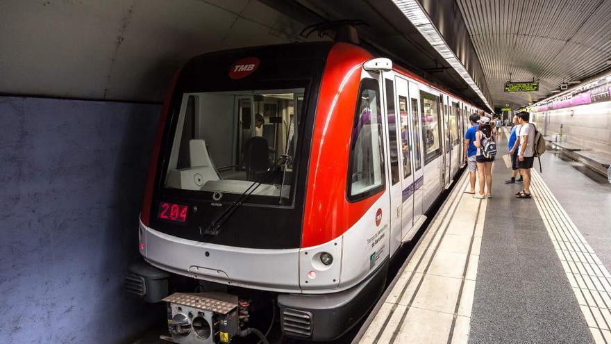 Un detenido tras intentar atacar con un arma blanca a varias personas en el metro de Barcelona