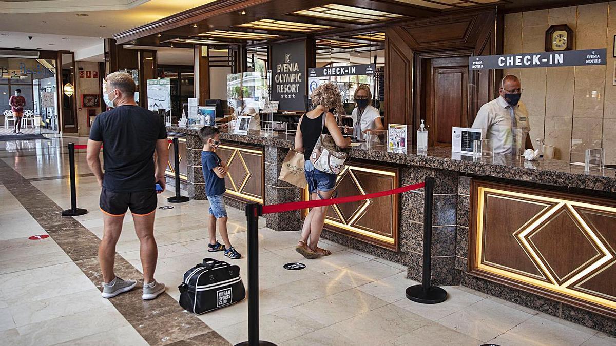 Alguns hotels de Lloret ja han obert portes. | DDG
