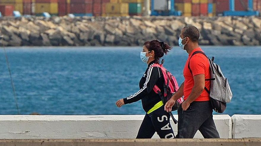 Canarias, quinta comunidad con menos muertes en siete días por coronavirus