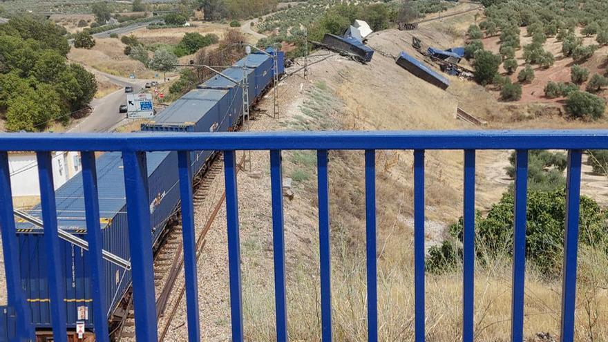 Permanece interrumpida la circulación entre Montoro y Villa del Río por el descarrilamiento de un tren de mercancías
