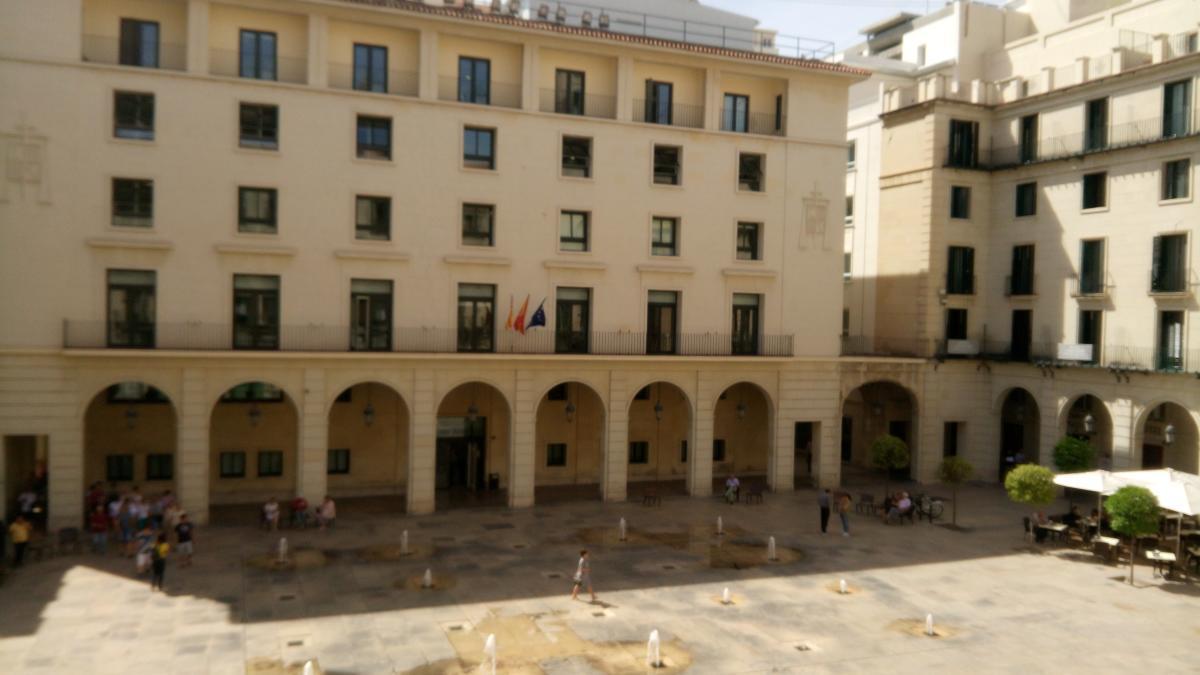 Condenan a 9 meses a un turista por abusar de la pareja de un amigo en Alicante