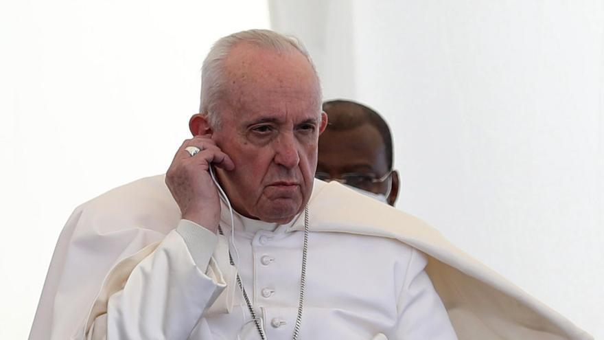 El Papa reza por las víctimas de la guerra en una devastada Mosul en su último día de visita a Irak
