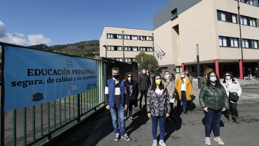 """El """"caos educativo"""" de La Corredoria hace estallar al barrio: """"Nadie nos escucha"""""""