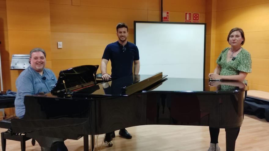 Juanjo Carratalá y Jairo Gazquez cantan en Medi TV