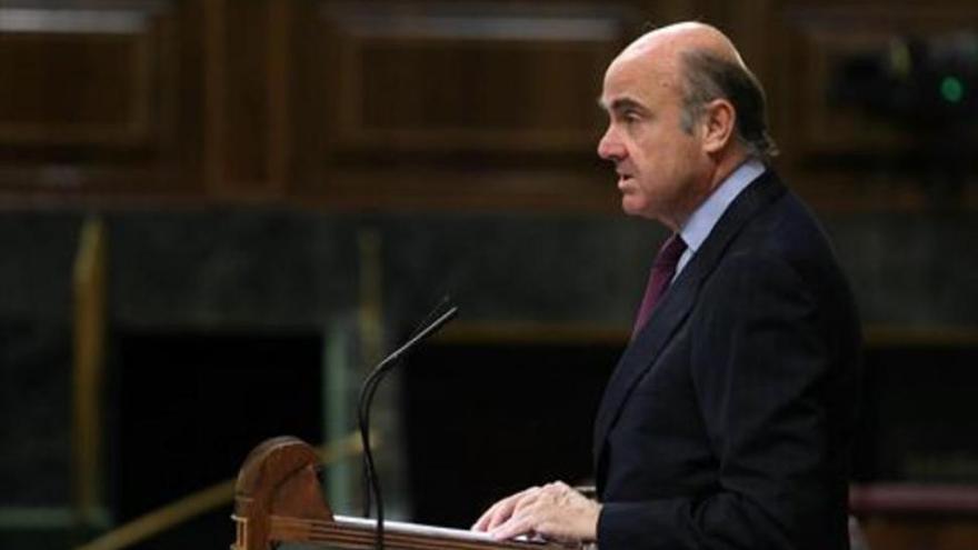 Guindos dice que la intervención del Popular ha salvado los depósitos de un millón de hogares