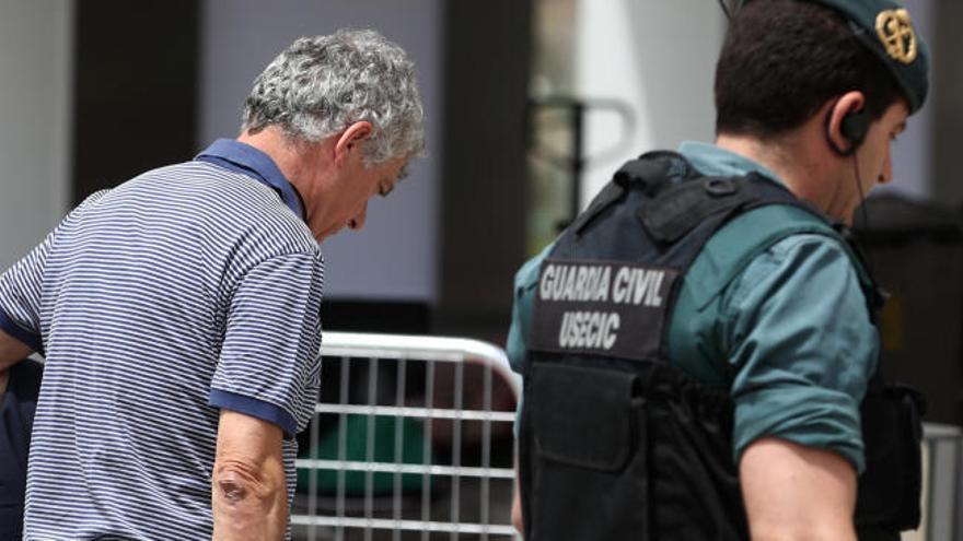 El juez impone una fianza de 300.000 euros a Villar