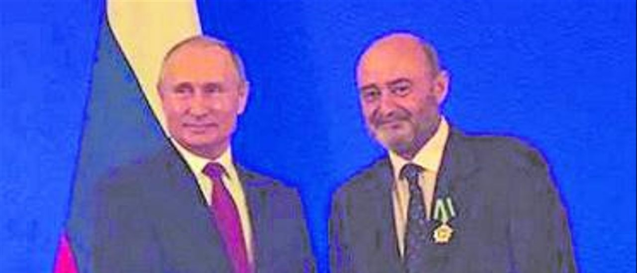 El cónsul Sebastià Roig con el presidente ruso Vladímir Putin.