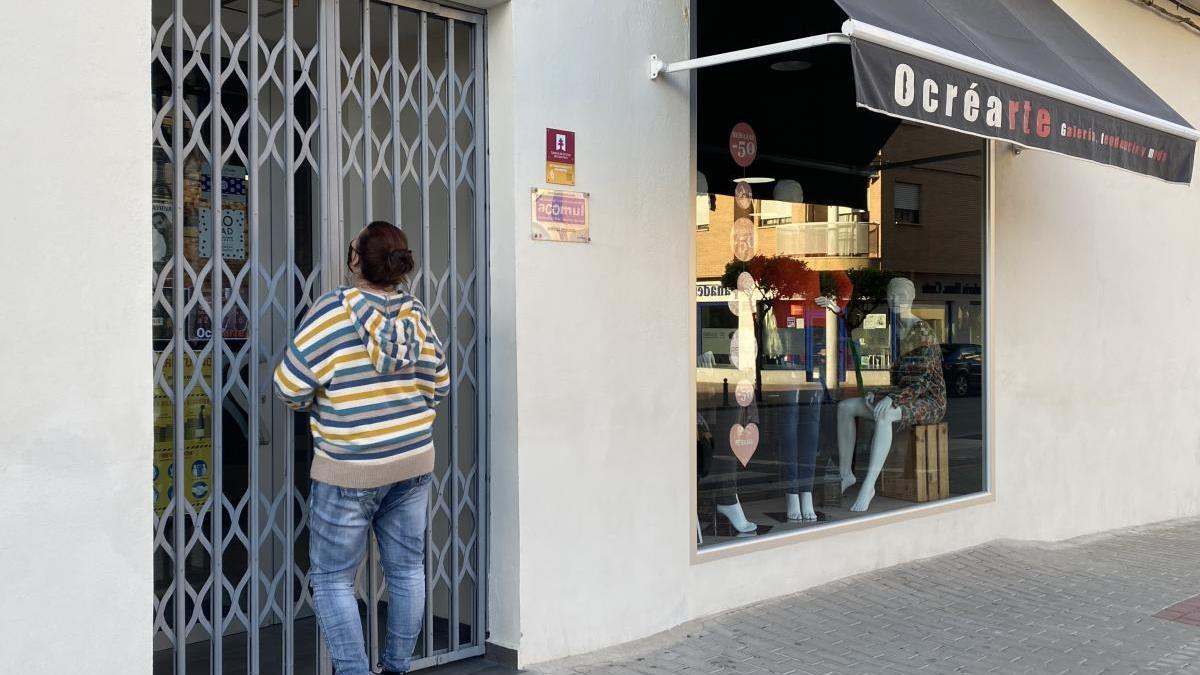 Un comercio de Mula echa el cierre a las 18.00 horas hoy