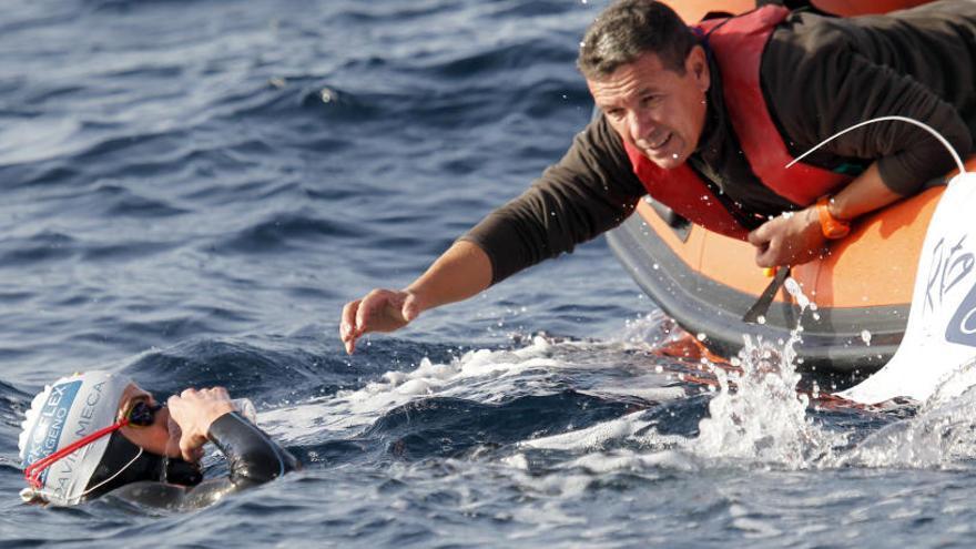 Meca culmina el repte de creuar nedant l'Estret de Gibraltar