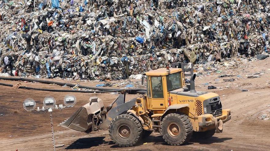 La Fiscalía denuncia a dos empresas catalanas por deshacerse de residuos de COVID sin tratar