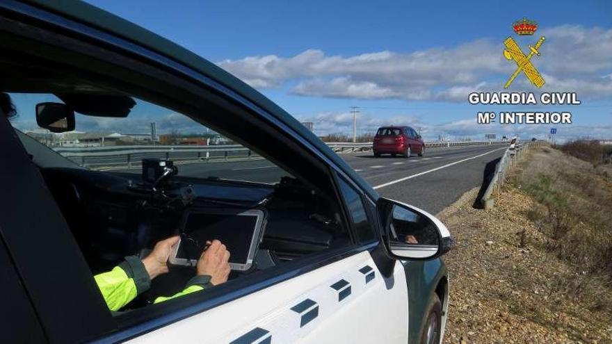 Cazan a un gijonés en León circulando a 217 km/hora por la Autovía de la Plata
