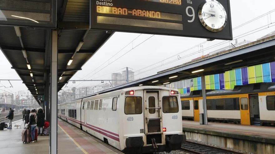 Renfe estudia conectar Galicia y el País Vasco con tres transbordos