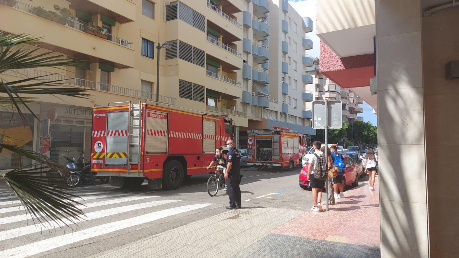 Un incendio en un local desata la alarma en Ibiza