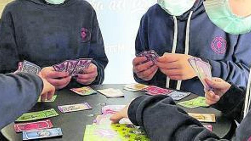 L'escola Llissach de Santpedor estudia l'impacte dels jocs de taula a les aules