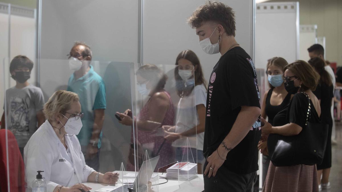 Primeras vacunas del coronavirus sin cita previa en València