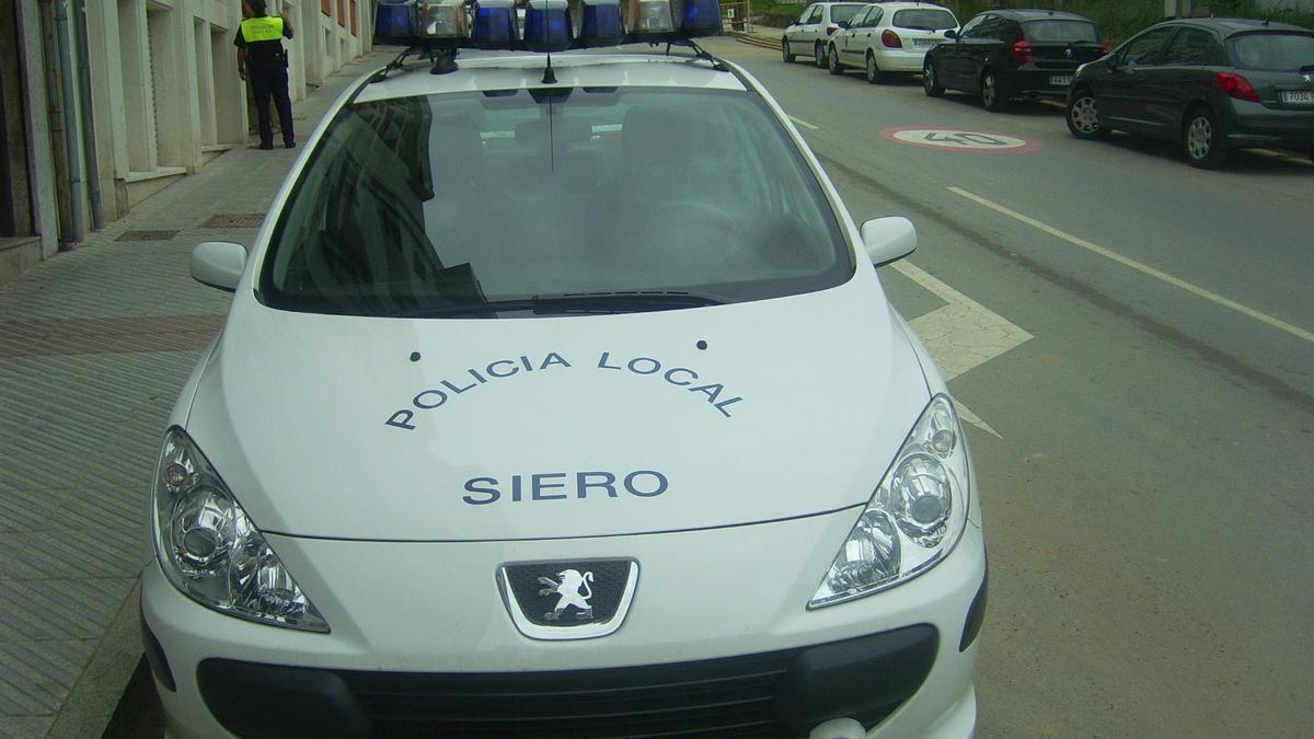 Una dotación de policía local de Siero.